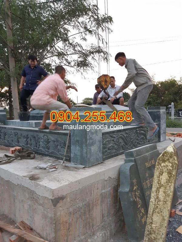 Lắp đặt mộ đôi đẹp bằng đá xanh rêu tại Củ Chi Thành phố Hồ Chí Minh04, thi công mộ đá tại Củ Chi, làm mộ đá tại Củ Chi