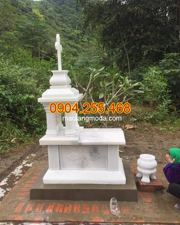 Mẫu mộ công giáo một mái bằng đá, mẫu mộ một mái bằng đá trắng