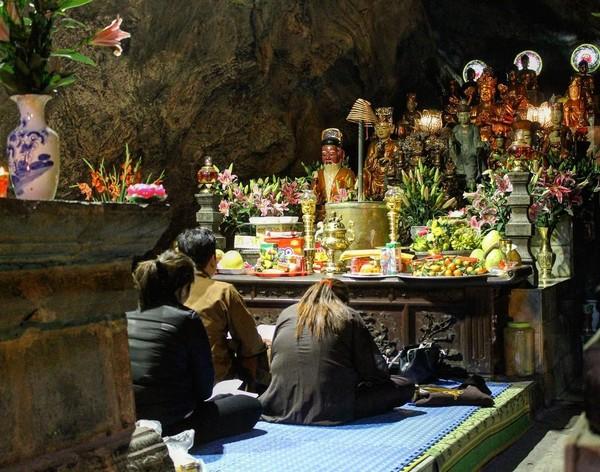 Cách đi lễ cầu Tự và bài văn khấn cầu Con ở chùa Hương