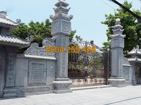 Cổng nhà thờ bằng đá