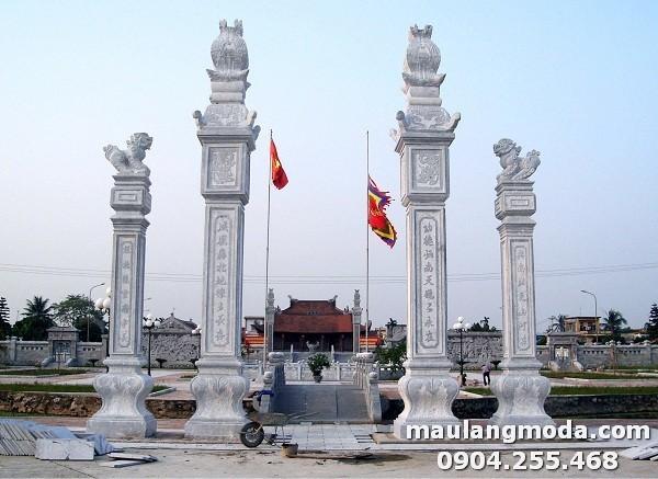 Cổng đền sử dụng mẫu cổng tứ trụ đẹp, trang trọng