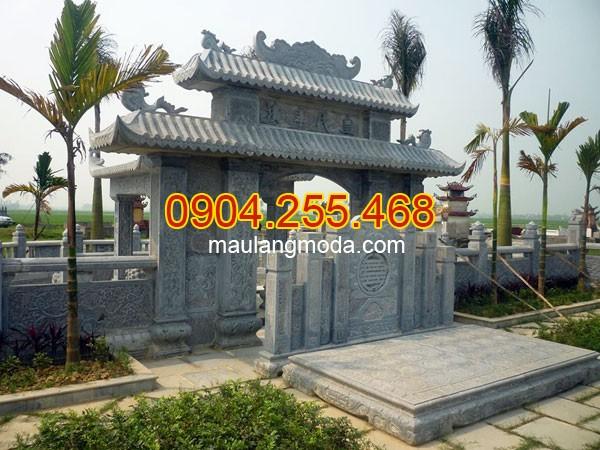 Cổng nhà thờ tộc được chế tác bằng đá xanh tự nhiên nguyên khối