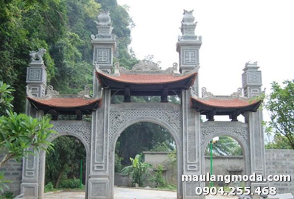 Cổng làng được làm bằng đá cao cấp