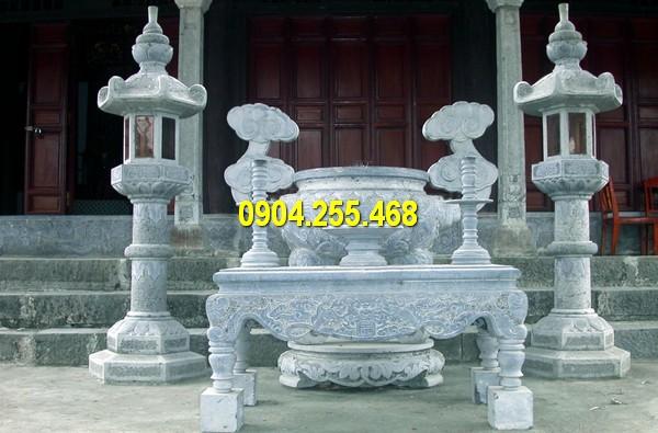 Bộ lư hương đá, bàn thờ, đèn đán đặt tại các công trình tâm linh