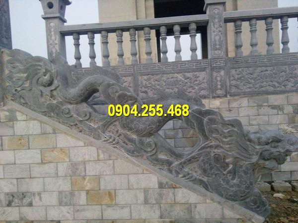 Lan can cầu thang bằng đá tại các công trình tâm linh