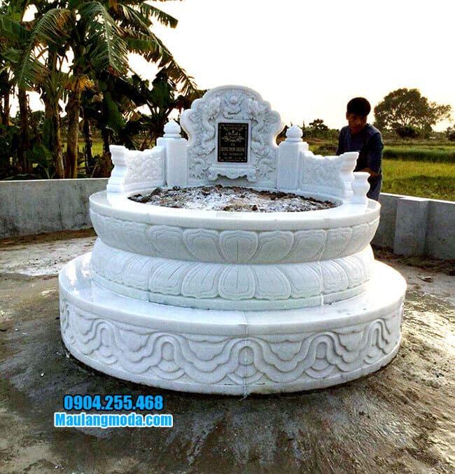 Mẫu mộ được làm bằng đá trắng