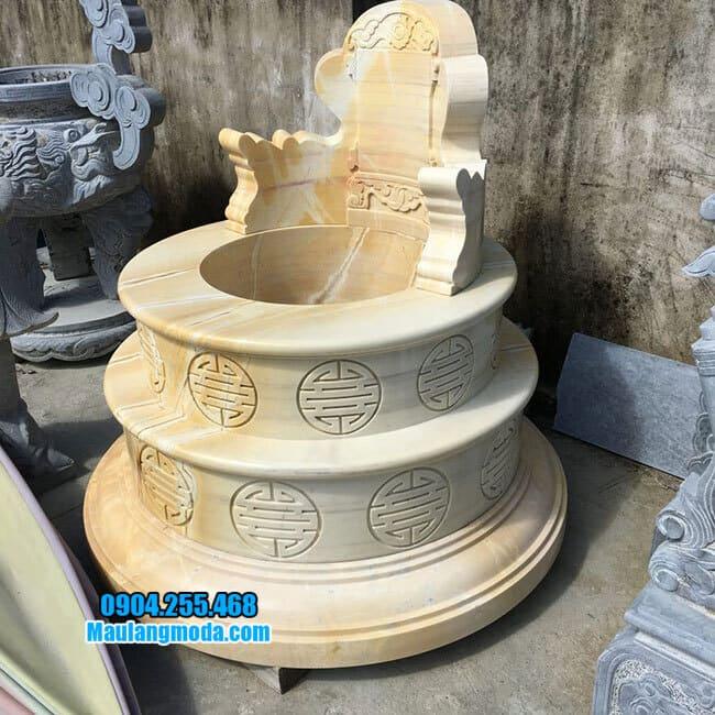 Mẫu mộ được làm bằng đá vàng