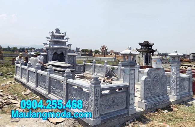 Hành lang bao quanh khu nhà mồ bằng đá tại Nha Trang Khánh Hòa